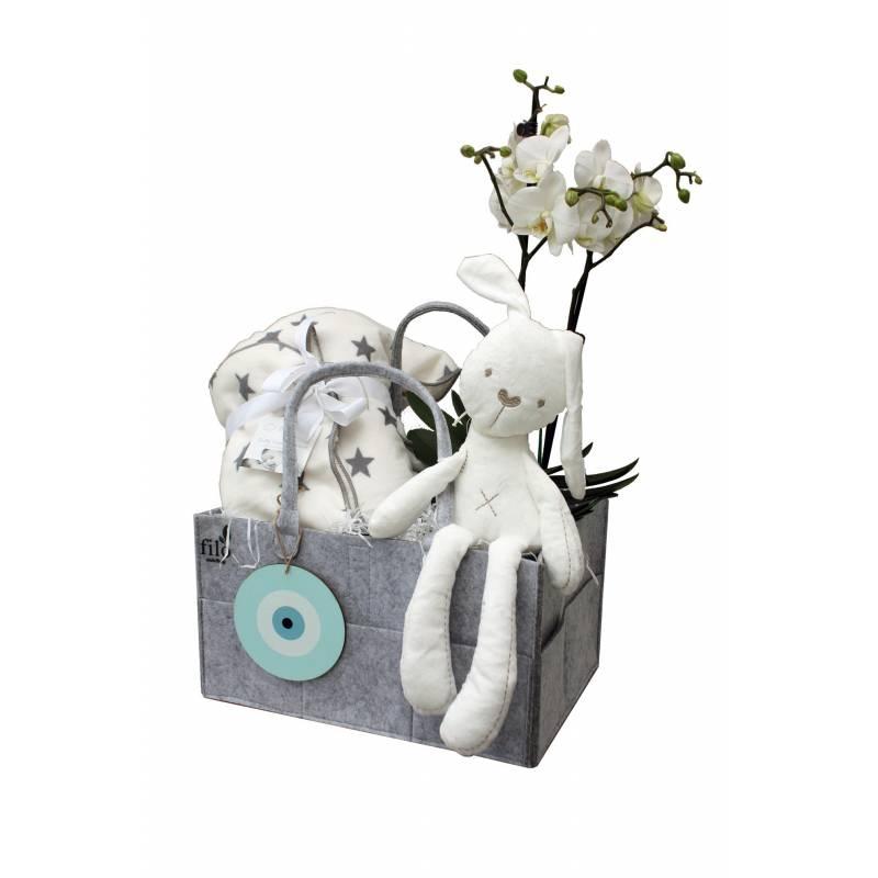 Κουτί με λευκά τριαντάφυλλα &τρούφες  σοκολάτας.